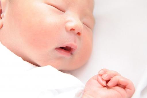 赤ちゃんが発熱!その時の対処方法は?家庭でできることは何?