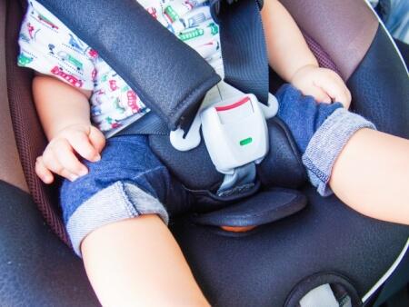 赤ちゃんが泣くからチャイルドシートに乗せないは許される?!