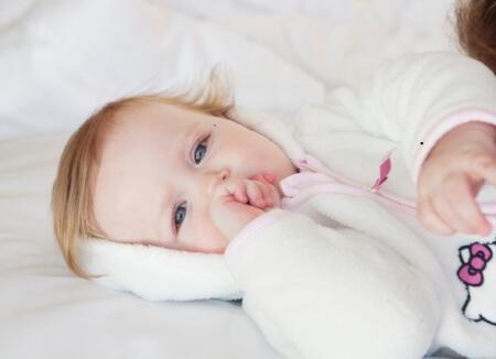 赤ちゃんの鼻水の原因!家庭でもできる薬に頼らない対処法とは?