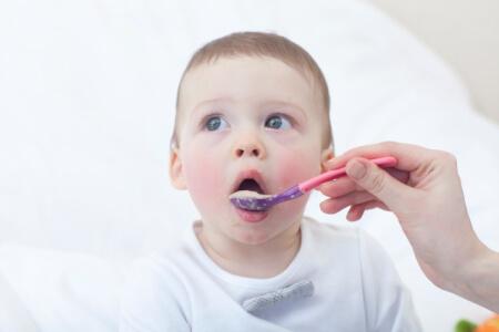 離乳食のレシピを初期・中期・後期に分けて赤ちゃんが喜ぶ食材を紹介