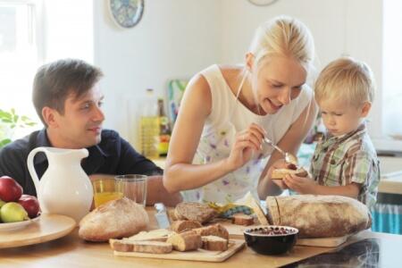 食費の節約の一歩目はお家で外食!?お家で特別な日を…。