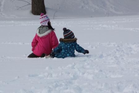 子供の防寒着の選び方のポイント!雪遊びに必要なグッズを大公開