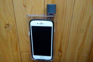ダイソー スリムボトルを携帯電話と重ねてみた大きさ