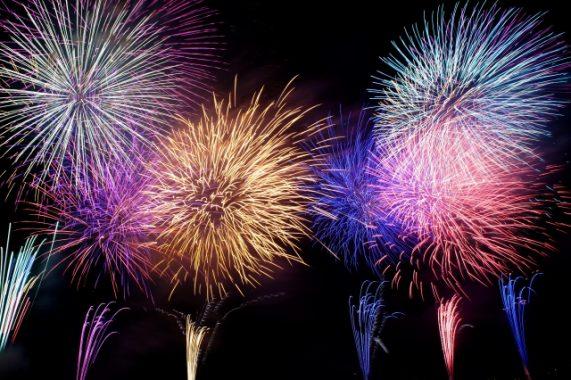 諏訪湖新作花火大会2018の駐車場とおすすめスポットや服装