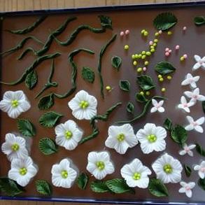 樹脂粘土 使い方 と乾燥時間 を知れば誰でも簡単に花の作品が完成!