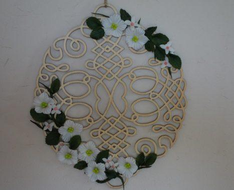 樹脂粘土はフィギアだけじゃなく花飾りも簡単にできる